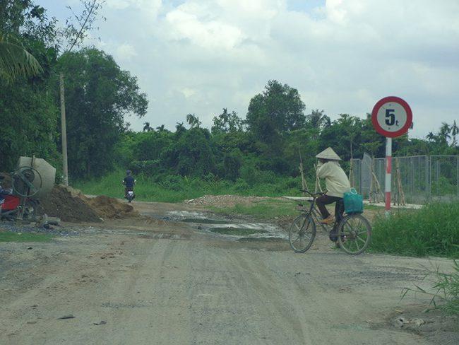 Tuyến đê dọc bờ hữu thuộc quận 12, huyện Hóc Môn sắp tới được nâng cấp thành đường