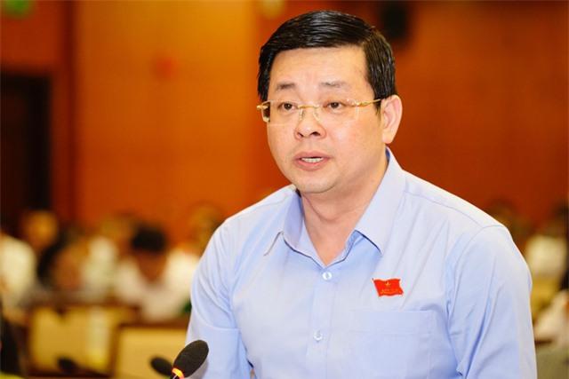Ông Nguyễn Toàn Thắng trả lời chất vấn của các đại biểu trong đại hội